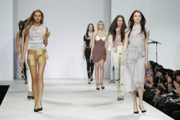 Paris : Femmes, 20/30 ans mannequin pour contrat à l'étranger