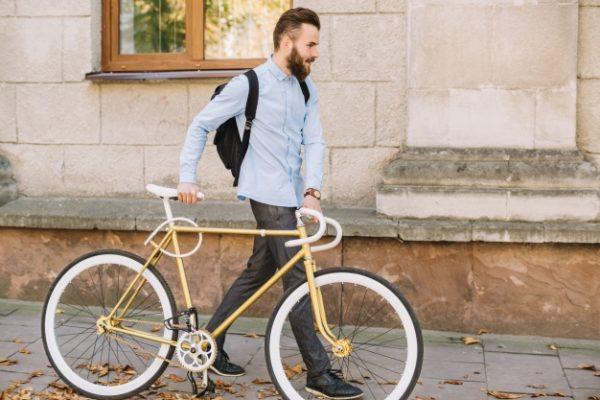 Croissy sur Seine : Homme, possédant un vélo pour le téléfilm