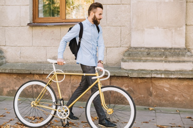 """Croissy sur Seine : Homme, possédant un vélo pour le téléfilm """"Lucas à disparu"""""""